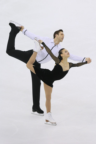 "Ilyushechkina/Moscovitch: ""This is pairs skating. All those little transitions . . . . It's all done very well and in sync.""  (Xiaolu Chu/Getty Images AsiaPac)"