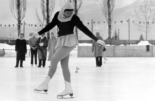 Sonia skating a compulsory figure in 1952
